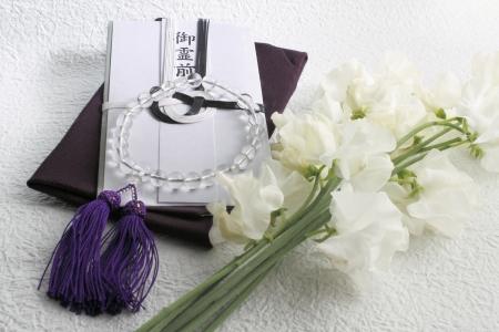 장례 선물 가방과 실크 래퍼 염주