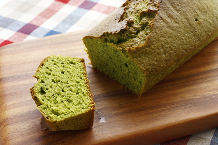 Matcha entering of pound cake 스톡 콘텐츠