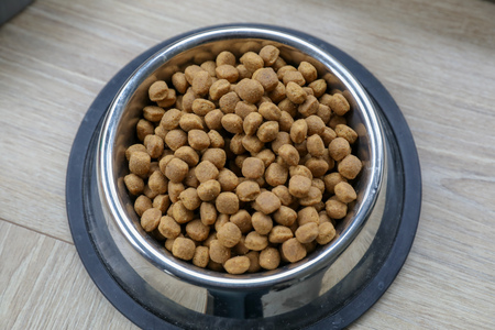 Accessoires en voedsel voor een hond