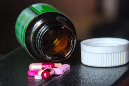 botle: Emply medicine botle and medicine.