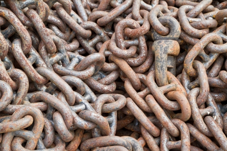 chandler: Rusty chain for mooring