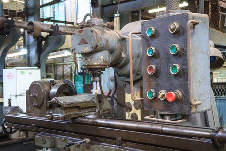 high torque: Old lathe machine