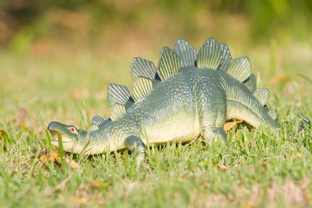 stegosaurus: Juguete dinosaurio Stegosaurus Foto de archivo