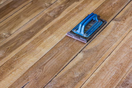 polished wood: holder sandpaper for polished wood
