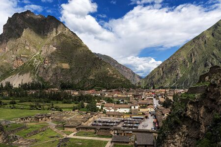 sacred valley: View of the town of Ollantaytambo and its ruins, in the Sacred Valley, Peru Stock Photo