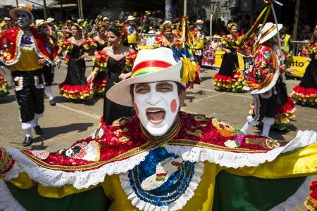コロンビアのバランキージャのカーニバルでカーニバルのパレードでバランキージャ、コロンビア - 2014 年 3 月 1 日: 人々。