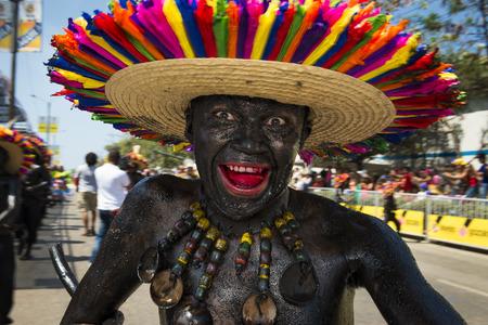carnival: Barranquilla, Colombia - 01 de marzo 2014: La gente en los desfiles de carnaval en el Carnaval de Barranquilla, en Colombia.