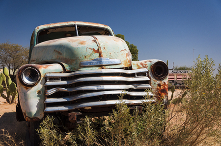 solitaire: An old rusty car in Solitaire, Namibia