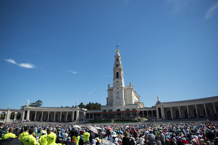Fatima, Portugal - May 13, 2014: Crowd of people at the Sanctuary of Fatima during the celebrations of the apparition of the Virgin Mary in Fatima, Portugal. Редакционное