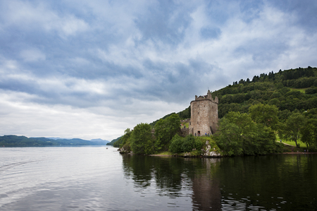 Loch Ness, Scotland - August 14, 2010: The Urquhart Castle in the banks of the Loch Ness, in Scotland, United Kingdom Editöryel