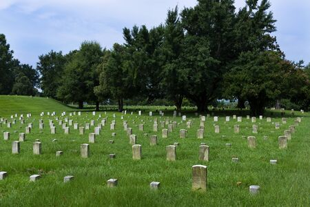 Vicksburg, USA - June 22, 2014: Tombstones of unknown soldiers at the Vicksburg National Cemetery, in Vicksburg, Mississippi, USA 에디토리얼