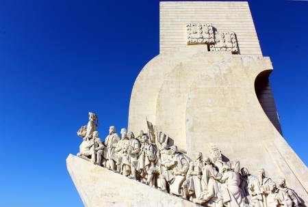 discoverer: Monumento a los Descubrimientos portugueses Mar Lisboa, Portugal Editorial