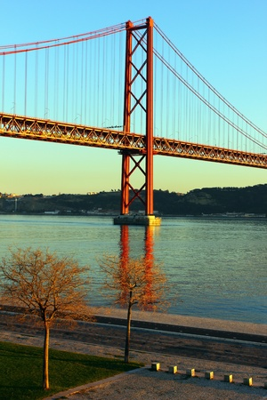 lisbonne: The Tagus and the Bridge, Lisbon, Portugal
