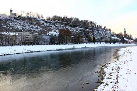 Vista sobre o rio Salzach em Salzburg, na