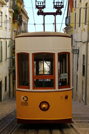 electrico: Elevador da Bica, Lisbon, Portugal Editorial