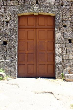 Detalhe de uma porta em Monsanto, Portugal