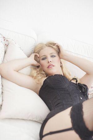 blonde yeux bleus: Sexy blond yeux bleus femme corset porter