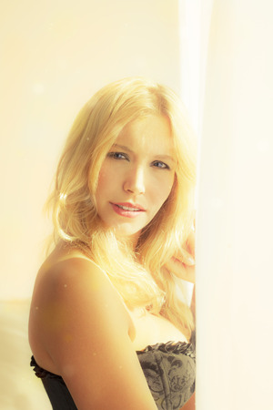 Beautiful Caucasian young woman looking out the window 版權商用圖片 - 46450304