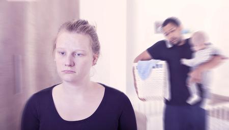 Nouvelle mère souffrant de dépression post-partum Banque d'images - 64496796