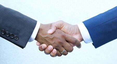 Abschluss - Händeschütteln Standard-Bild - 83184905