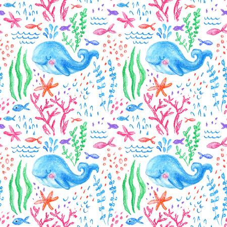 Lápiz de dibujo infantil marino patrón transparente. Mar subacuático, dibujo infantil de la vida del océano. Cute ballena, peces, estrellas de mar, corales sobre fondo blanco. Dibujado a mano ilustración pastel claro Foto de archivo - 85477481