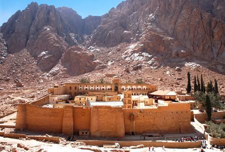 monte sinai: Monasterio de Santa Catalina en Egipto, las monta�as del Sina�