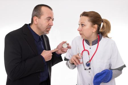 Muž pohled na zdravotní sestra s stopky