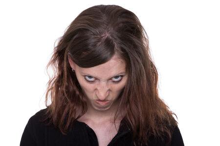 saçlı: Genç, uzun saçlı kadın kamera öfkeli görünüyor Stok Fotoğraf