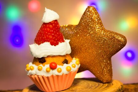 witty: A muffin in the shape of a Santa Claus with a golden star