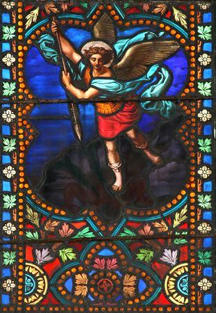 michele: Vetrata nella cattedrale St.Samson (Dol-de-Bretagne, Francia), raffigurante l'arcangelo Michele.