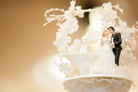 wedding cake: Miniature Wedding Couple Dolls Stock Photo