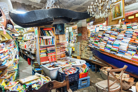 Venice, Italy - 10. February 2015: The Alta Acqua Libreria is an alternative bookshop and a major tourist attraction in Venice 에디토리얼