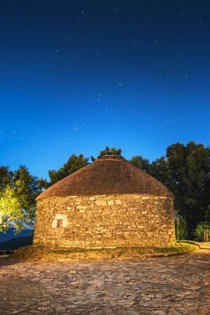 O Cebreiro, Spain. Historic Village at night Imagens