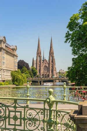 Cityscape of Strasbourg and the Reformed Church Saint Paul, France Foto de archivo