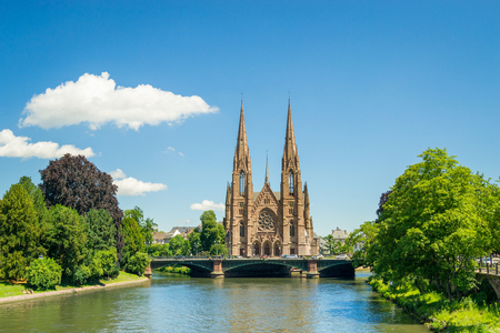 Cityscape of Strasbourg and the Reformed Church Saint Paul, France Редакционное