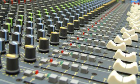 musique: console de mixage audio  Audio mixing console