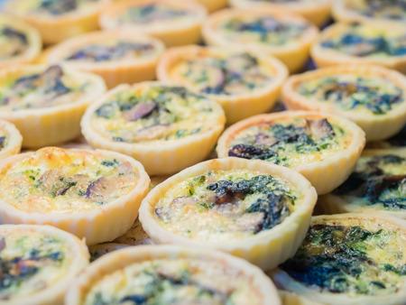 Mini spinach mushroom quiche pie. 스톡 콘텐츠