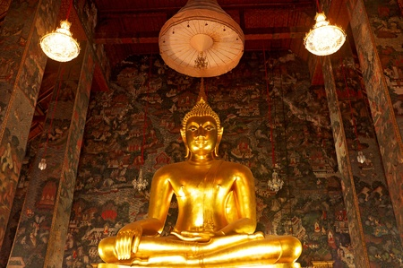 obeisance: Buddha statue