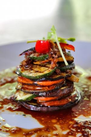 Grilled vegetables on white dish 免版税图像