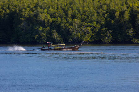 KRABI, THAILAND - JANUARY 23, 2020 - Beautiful natural view of boat, mangrove forest at Krabi River, Krabi, Thailand. 新闻类图片