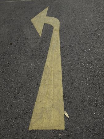 turn left: girare a sinistra
