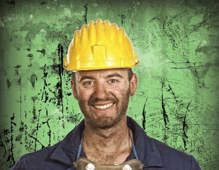 obrero: trabajador sonriendo trabajador Cauc�sico j�venes de la industria pesada manual
