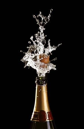 klassieke champagne fles met popping cork achtergrond