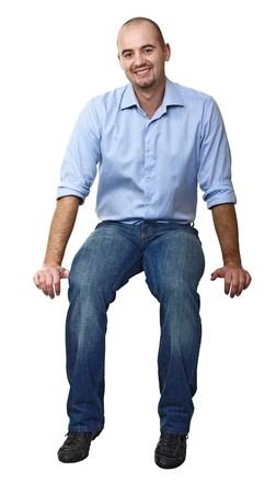 persona sentada: sonriente hombre cauc�sicos sentado aislado en blanco  Foto de archivo