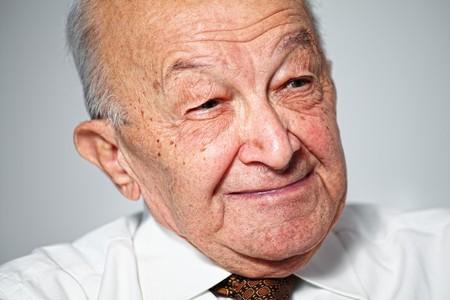 80s adult: fina retrato de anciano sonriendo  Foto de archivo