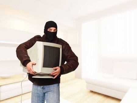 bandidas: ladr�n cl�sico en acci�n en casa  Foto de archivo