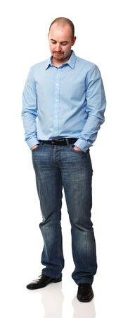homme triste: homme de race blanche isol� sur fond blanc debout