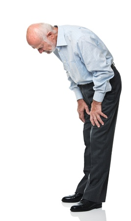 anciano mirando hacia abajo aislado en blanco Foto de archivo