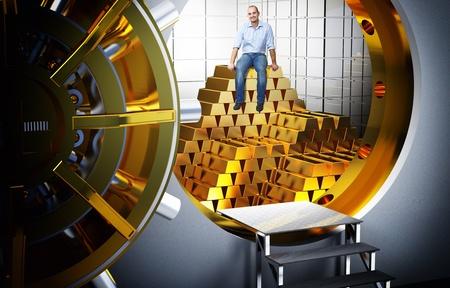 caja fuerte: hombre sonriente sentado en la pila de barras de oro
