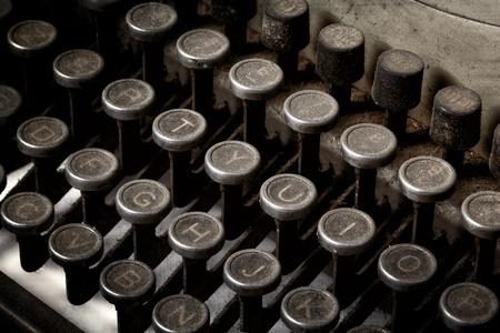 typewriter: Primer plano del teclado de máquina de escribir de la vendimia